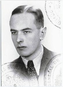 435px-Witold_Gombrowicz_Polish_passport