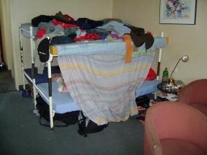 Een kamer in het 'Polenhotel' waar Łukasz Koterba ooit woonde en waar nog steeds Poolse werknemers verblijven (foto gemaakt in de zomer van 2008).